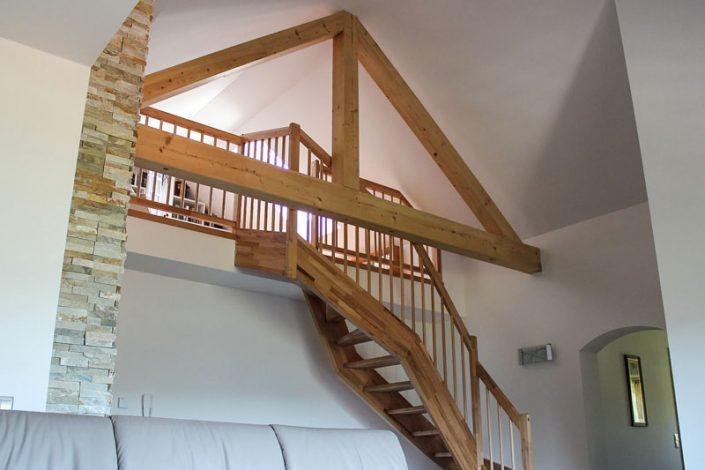 Dachgeschossausbau mit Holzstiege